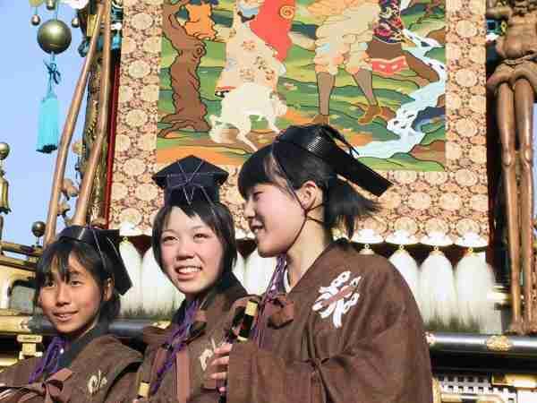 gifu girls Shirakawago (gifu), japan – hidden village in the mountains by jenny @ ichigo shortcake on december 16, 2011 the day after kyoto, we headed straight to shirakawago (白川村 shirakawa-mura) via shinkansen, local train and then bus.