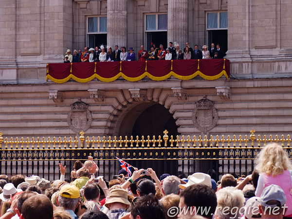American immigration thought swedish prince was a fake for Queen on balcony