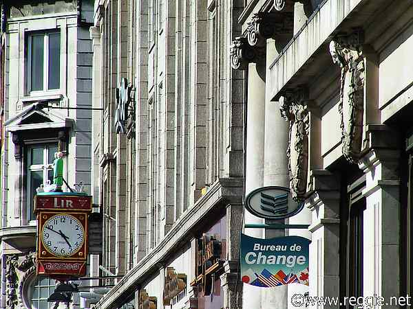 Another clock, O\'Connell Street, Dublin, Ireland, photo